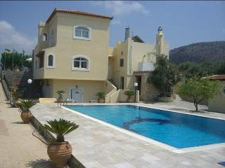 16 guest villa in Ano Gouves - Crete, Héraklion
