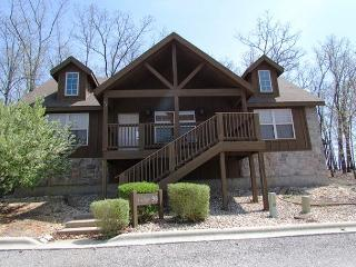 Tomahawk Cabin- 2 Bedroom, 2 Bath Stonebridge Golf Resort Lodge, Branson West