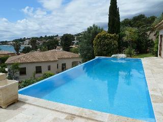 Villa with swimming pool & terrace, 400 m from beach, Sanary-sur-Mer