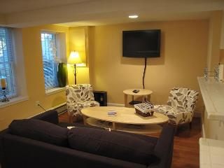 2 BR Apartment in DuPont Circle, two-block walk to Metro; Patio, Washington DC