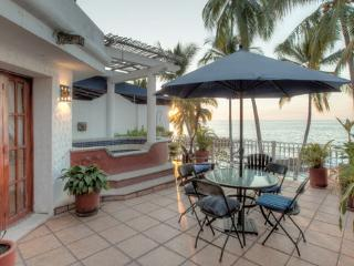 2bdr Seaside Incredible Cozy Condo, Puerto Vallarta