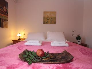 Apartment with private garden next to the beach!, Chania Town