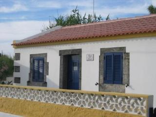 BEACH HOUSE RENT - AZORES, Mosteiros