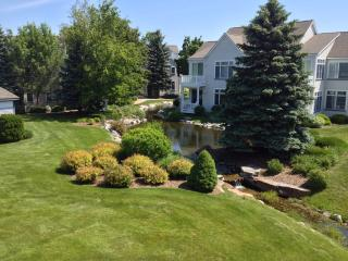 Beautifully Decorated Two Story Condo Close to Pool and Beach, Manistee