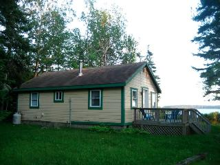 Downeast Waterfront Cottage - Great Views - Sunny, Milbridge