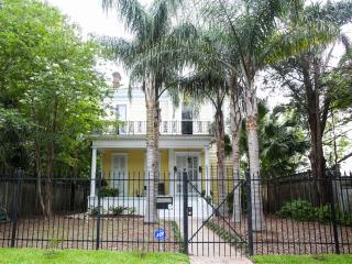 Historic 5-Bedroom Mansion with Period details, Nueva Orleans