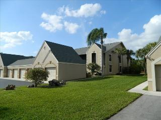 Near Beaches! Just remodeled! Gated golf community, Fort Myers