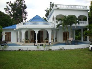 By the Sea Vacation home and villa- double bed ste, Portland Parish