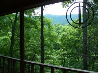 4th night FREE!Helton Falls Lodge-Deer Ridge cabin, Blairsville