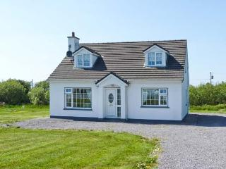 GOLF CLUB HOUSE, detached house near coast and golf club, ground floor bedroom, garden, Waterville Ref 25110, Crossmaglen