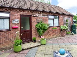ROBYN'S NEST romantic retreat, pet-friendly in Holt Ref 25904
