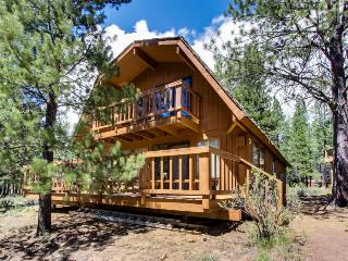 Coozy, pet-friendly cabin with SHARC access, Sunriver