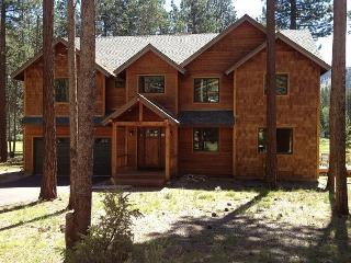 Beautiful executive compound that backs to the golf course!- Four night min, South Lake Tahoe