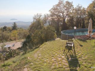 House with private swimming pool and panoramic lake view, Tuoro sul Trasimeno