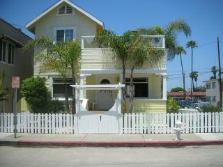 One of a Kind Yellow Beach House !, Newport Beach
