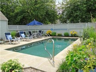 Nicely appointed oversized New Seabury pool villa 115960 - New Seabury vacation rentals