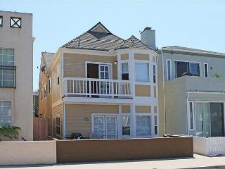 Upgraded 3 Bedroom Beach House! Close to the Beach & Pier! (68328) - Newport Beach vacation rentals