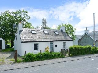 DAISY BRAE, single-storey cottage, close coast, woodburning stove, on Mull, in Salen Ref 25131
