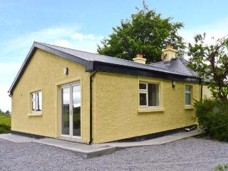 CUTTEEN, open fire, off road parking, enclosed garden, near Tulla, Ref 26020