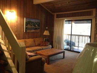 Summit  F 44, 2+loft, sleeps 8, Walk to Eagle, Mammoth Lakes