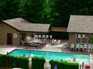 Golfers Getaway Condo on Golf Course-Pool-wifi, Welches