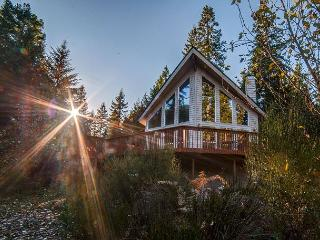 Wy'east View Chalet-15% OFF Through NOV 1st-access to Sandy River-HotTub-wifi, Rhododendron