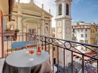 Belle Nuage- 1 Bedroom Nice Apartment with Gorgeous View of the Cathedral from the Balcony, Niza