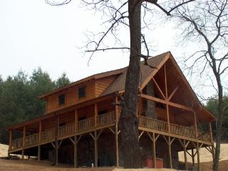 A New Outlook-Upscale Log Cabin_hot tub_air hockey_private_near river_gas frpl_, West Jefferson