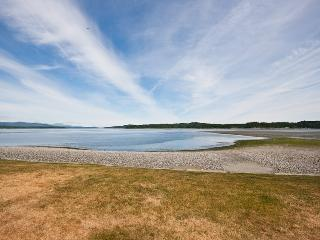 Beautiful Vancouver Island Beach House - Bowser vacation rentals