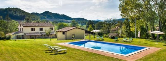 Casatic - Large farmhouse with 20 sleeps, Urbania