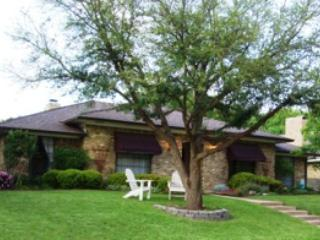 Beautifully Maintained Vacation Home in Dallas Area - Beautifully Furnished Rent Home in Dallas / Plano--Private Pool and Fireplace - Plano - rentals