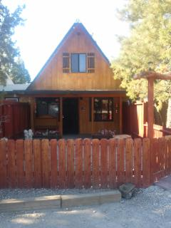 Cozy Mountain Vacation Cabin, Big Bear City