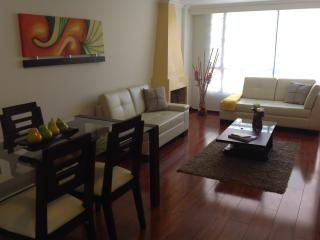 Nice 2BR apartment few blocks from Unicentro&Metro127 Mall. Great Location!, Bogota