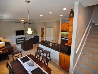 Central Luxury Condo across from Beach in Cayman!, Grand Cayman