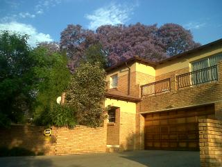 Honeydew Ridge - 1 Sunny Bedroom With Balcony And Bathroom- Garden-security, Gauteng