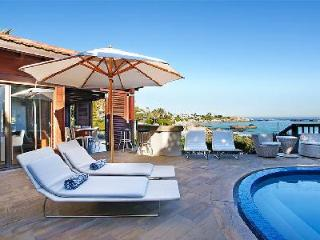 Experience Villa Kaldene with Air Conditioned Bedrooms, WiFi & Ocean Views, Clifton