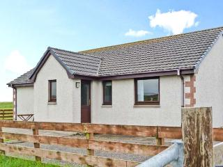 VIEWFIELD, single-storey pet-friendly cottage, close coast, great touring base, Aultbea Ref 26506