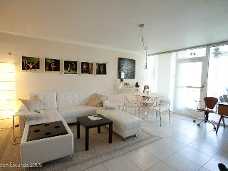 Fort Lauderdale Beach, 1 BR Waterfront, Dockage, GREAT LOCATION
