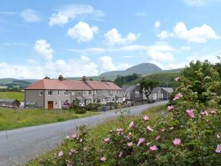 4 HELWITH BRIDGE COTTAGES, family and pet friendly cottage, woodburner, enclosed patio, near Horton-in-Ribblesdale, Ref 26035