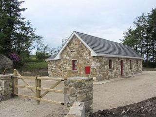 MONAGHANS' COTTAGE, detached, all ground floor, solid-fuel stove, off road parking, lawned garden, near Glenfarne, Ref 27228 - County Leitrim vacation rentals