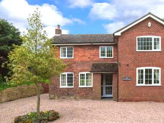 THE CORNER HOUSE, games room with pool & table tennis, WiFi, woodburner, detached cottage near Abberley, Ref. 912228, Rock