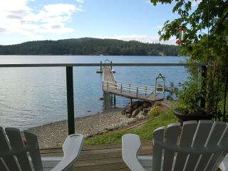 Private Waterfront Cottage, Sooke
