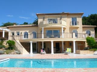 Sainte-Maxime Holiday Rental with a Pool and Garden