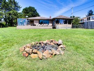 Cozy oceanview cottage in great location close to the beach, Lincoln City