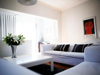 Chic white Studio: Green Point, Cape Town Central