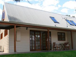 Otago Cottage, Hobart Cottage Accommodation