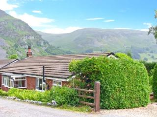 GODRE BERWYN, pet-friendly, single-storey cottage, garden, close to cycling routes, in Llangynog, Ref 25038