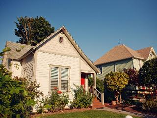 The Painted Lady Guest Cottage, Newberg
