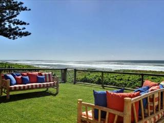Beachfront Holiday House, Mermaid Beach