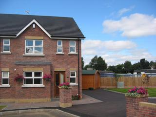 Parkhead Lodge 5 star Self Contained 3 Bed T/house, Ballymena